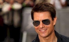 Tom Cruise jól meglepett két túrázót, mikor hirtelen eléjük pottyant az égből – fotó