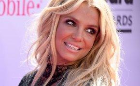 Érdemes megnézni, ahogy Britney Spears elkezdi levenni a bugyiját – videó