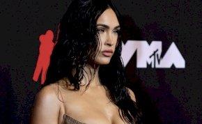 Valóra vált álom: Megan Fox félmeztelen képeket rakott ki magáról, ráadásul Kourtney Kardashian is vele tartott