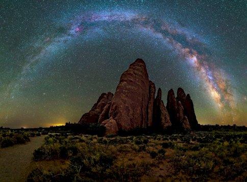 Napi horoszkóp: új utak nyílhatnak meg előtted a hétvége előtt