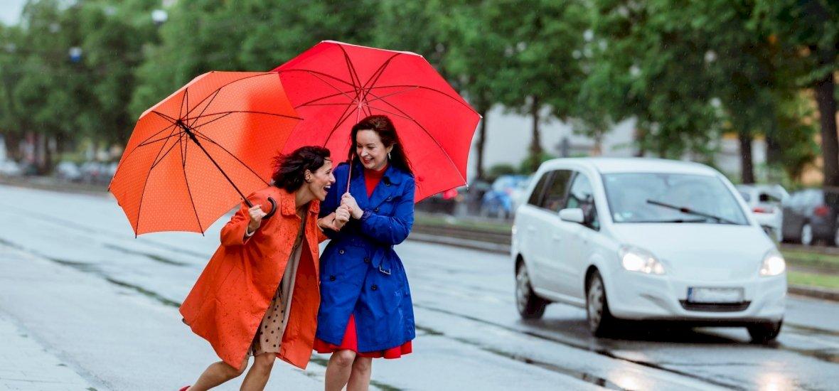 Itt a vége! Berobbannak az esőfelhők, nemsokára záporok és zivatarok jelennek majd meg országszerte - már azt is tudjuk, hogy mikor!