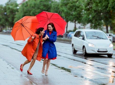 Itt a vége! Berobbannak az esőfelhők, nemsokára záporok és zivatarok jelennek majd meg országszerte