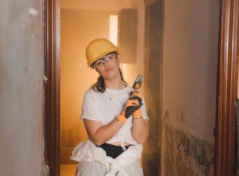 Döbbenetes dolgot találtak a saját házuk falába építve, pedig már 2 éve ott laktak - sosem találnád ki a rejtély megfejtését!
