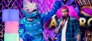 Are the top contestants intentionally distracted in The Masked Singer?