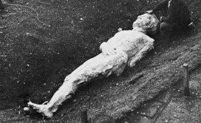 Gigantikus, háromméteres embert találtak eltemetve? - Elképesztő történet egy zseniális vállalkozóról, aki fél füllel hallott valamit