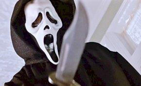 A szellemmaszkos gyilkos visszatér: megérkezett az új Sikoly film előzetese!