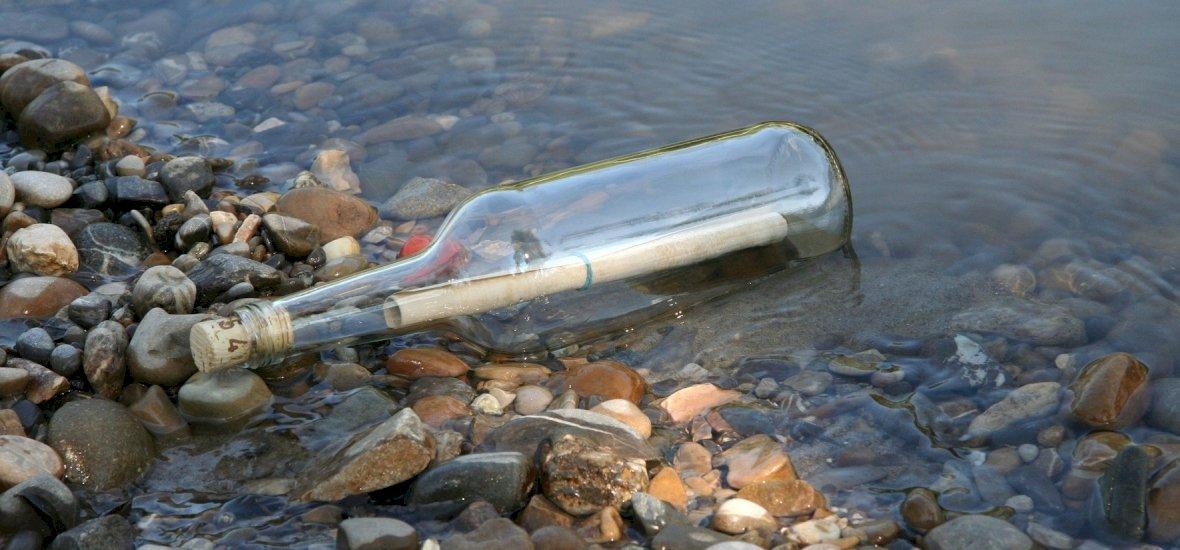 16 éve feladott palackpostára akadtak rá a Duna melletti parton – ezt az üzenetet találták benne
