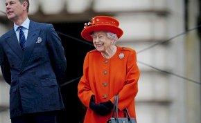 Egy II. Erzsébetre kísértetiesen hasonlító nő tűnt fel Angliában - ha megtudod a sztori csattanóját, azonnal nevetni fogsz