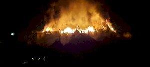 Lángol egy híres Hajdú-Bihar megyei hotel - köntösben menekültek a vendégek