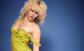 Nem sok hiányzik, hogy előkerüljenek Miley Cyrus mellei – válogatás