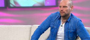 Kocsis Tibort eljegyezte a párja, az énekes ezt az üzenetet kapta a coming out-ja után