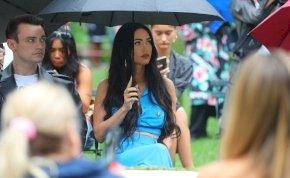 Mi történt? Megan Fox elhagyta a bugyiját – fotó