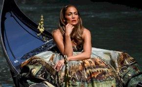 Jennifer Lopez megmutatta brutálizmos fenekét - videó