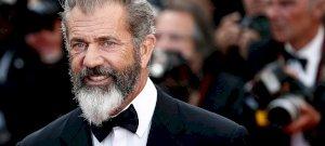 Így néz ki Mel Gibson 34 évvel fiatalabb, csúcsbombázó barátnője, Rosalind Ross - videó
