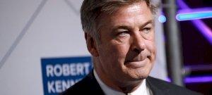 Alec Baldwin lehet börtönbe kerül, amiért véletlenül lelőtte a vezető operatőrt