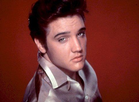 Döbbenet: Elvis Presley-t nem merték megmutatni deréktól lefelé élő adásban, a magyaroknak is köze van kicsit a sztorihoz