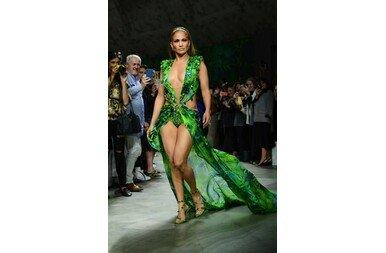 Jennifer Lopez újra felvette az ikonikus ruhát