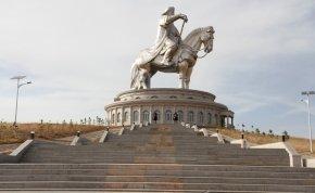 Mongóliában megnéztem a világ legnagyobb lovasszobrát