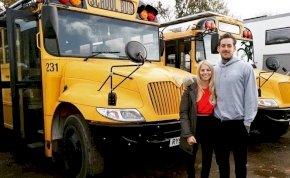 Hihetetlen! Luxusotthonná varázsolt egy régi iskolabuszt ez a házaspár