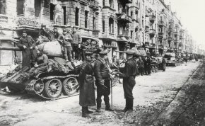 76 éve igázta le a Vörös Hadsereg Berlint – Íme 83 kép a csatáról, ami eldöntötte a II. világháborút!