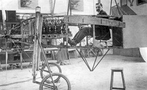 A repülés úttörője 112 éve nem ijedt meg attól, hogy átszárnyaljon a La Manche csatorna felett