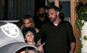 Nem akarnak leszállni a lesifotósok Jennifer Lopezről és Ben Affleckről – fotók