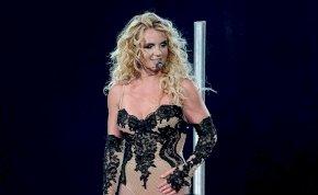 Apuci már nem figyel, így Britney Spears újra megmutatta a melleit – fotók