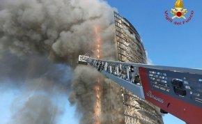 Félelmetes fotók: lángolt egy 20 emeletes lakóépület Olaszországban