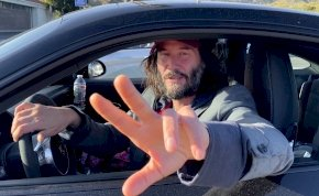 Egy lesifotósnak anno Keanu Reeves fenekét is sikerült megörökítenie – fotók