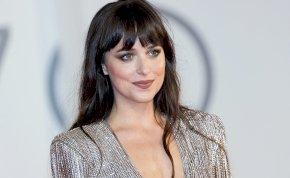 A szürke ötven árnyalata sztárja nagyon merész ruhát vett fel a Velencei Filmfesztiválra – galéria