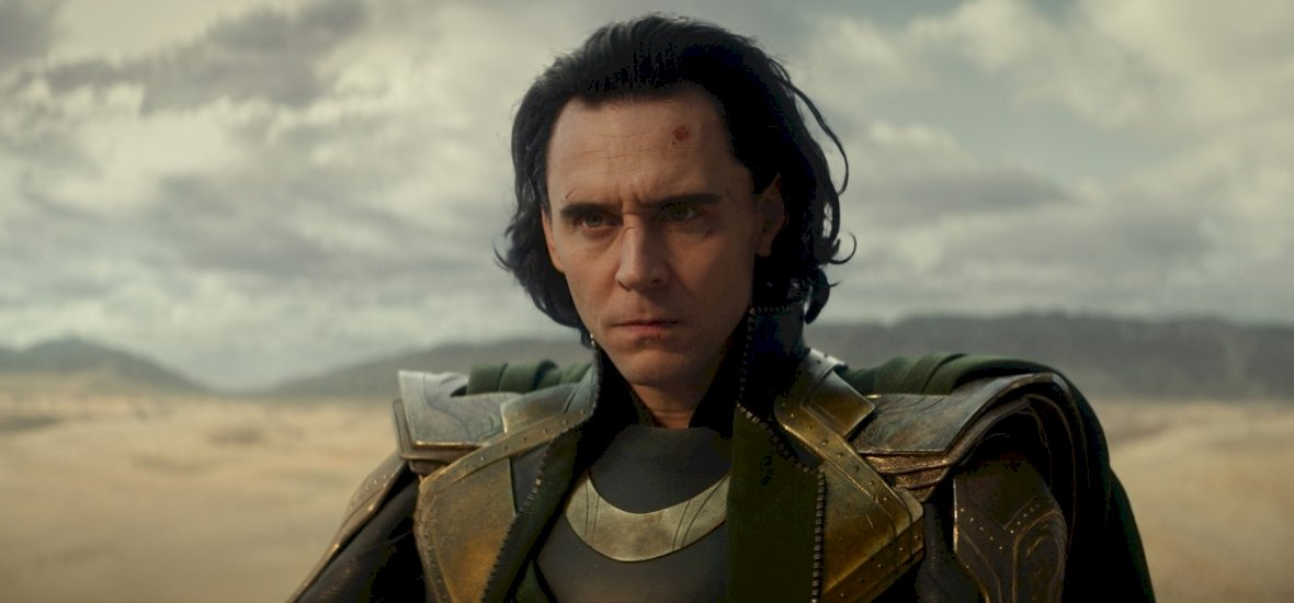 Lesifotók buktatták le Tom Hiddlestont: ez a gyönyörű színésznő a barátnője?