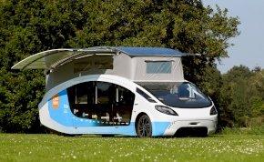 Nézd meg a világ első teljesen napelemes lakóautóját