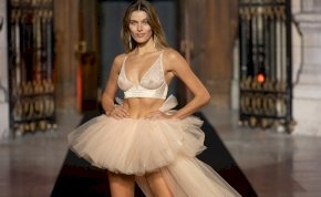 A mellek és az izgató fehérneműk voltak előtérben az Etam divatbemutatóján – fotók (18+)
