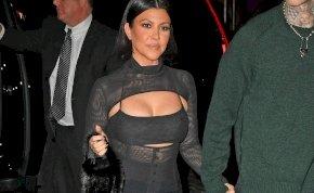 Kourtney Kardashian továbbra is a melleivel büszkélkedik – fotók