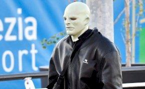 """Kanye West tényleg megőrült? Zöld """"Fantomas""""-ként sokkolta az embereket – képek"""