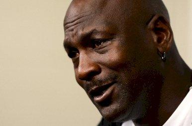 Hihetetlen: 460 millió forintért kelt el Michael Jordan cipője