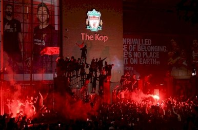 Mámorban és vörös ködben a Liverpool-szurkolók
