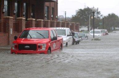 A Sally hurrikán megérkezett USA partjaihoz