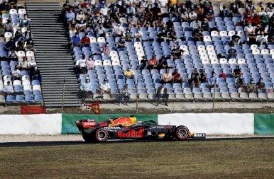 A Mercedesek az első sorban