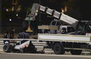 Óriási balesettel kezdődött a Barhreini futam