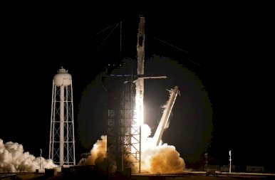 A világűr meghódítása: újabb SpaceX rakéta indult útnak – nézd meg a kilövés pillanatait!