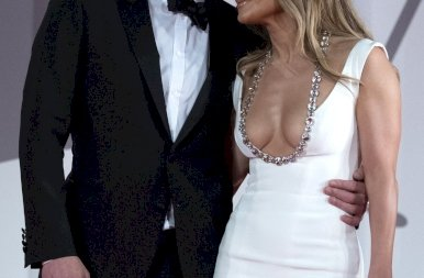 Ben Affleck nem bánta, hogy Jennifer Lopez mellei majdnem előkerültek a ruhából