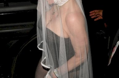 MTV VMA: Madonna a melleit felpumpálva, dögös bőrruhában jelent meg – fotók