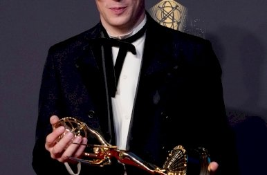 Emmy-díj 2021: mutatjuk a díjazottakat, na meg néhány igazán extrém ruhát is - fotók