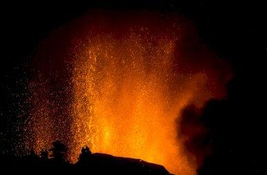 Fotókon a kanári-szigeteki vulkán kitörése