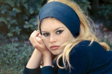 Brigitte Bardot: a szexszimbólum, akiért szinte ölték egymást a férfiak a '60-as években – 18+ galéria